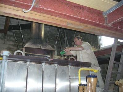 Poterie Biron - Dernière étape: la cuisson au charbon ou au gaz